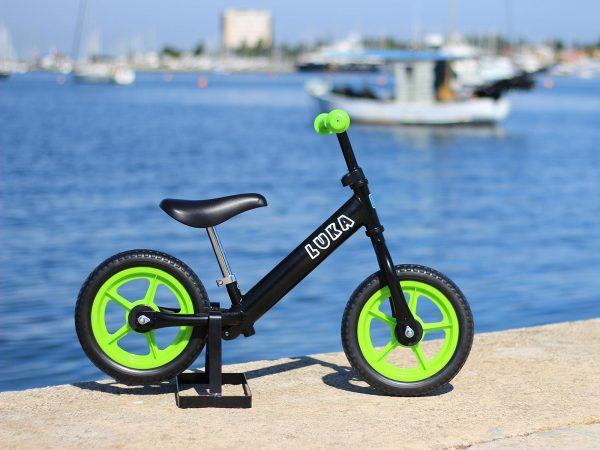 Bicikl bez pedala crna (kotač: zeleni) -desnoj