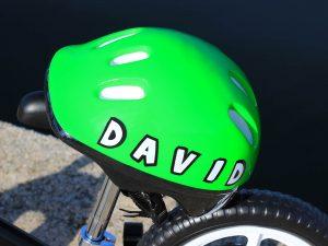 Jedinstveni natpis - kaciga, bicikl bez pedala